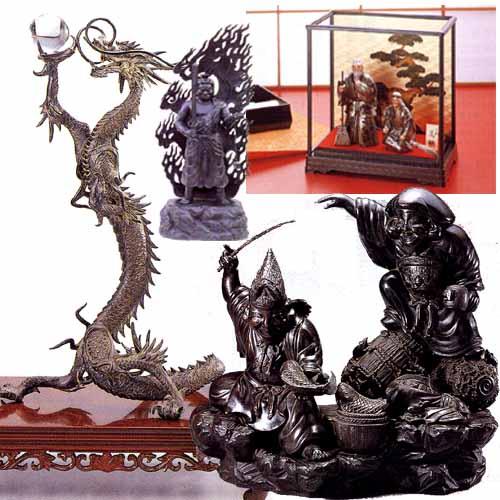 飾り扇・置物,飾り扇,七福神や鷹,龍,竜,干支の置物や,日本を代表する著名な作家の作品をまとめたコーナーです。飾り扇,博多人形,動物,各種置物(馬,鷹,獅子ほか),日本人形,七福神,ダルマ,宝船,水晶付置物,作家別作品集,高砂,住吉